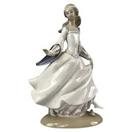 Lladro Spain Cinderella Losing her Slipper Antonio Ruiz Retired