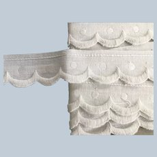 """Vintage 1"""" Wide Scalloped Embroidered Linen Trim"""