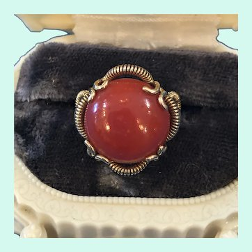 Stunning Vintage 18K Yellow Gold Red Oxblood Coral Ring