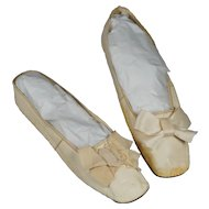 19th Century Regency Shoes Cream Leather New York Retailers Label Circa 1825