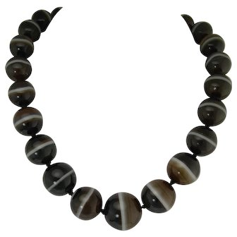 Exceptional Victorian Banded Agate and Gold Bead Necklace