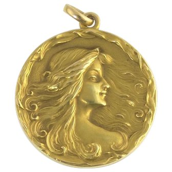 Cresarrow Antique Art Nouveau Locket in 14k Gold
