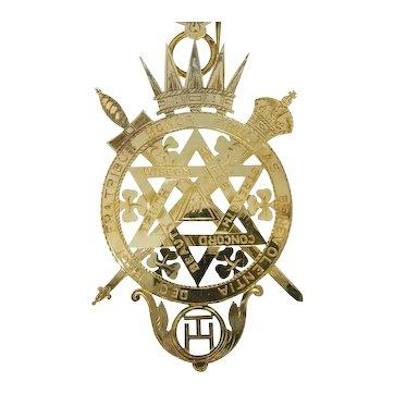 Vintage English Art Deco Masonic Medal in 18k Gold
