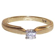 18 Kt Yellow Gold Diamond Ring size 5.75