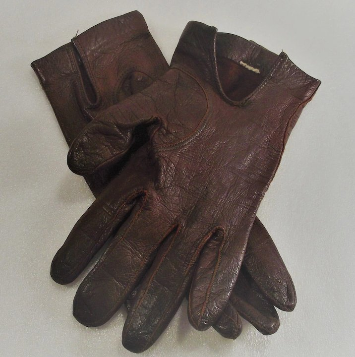 9f6a88b6536dd Etienne Aigner Leather Gloves Size Six and One Half