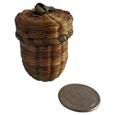 Vintage Sweet Grass Thimble Holder – Natural Dyes