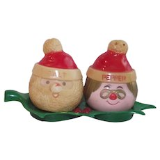 Santa and Mrs Claus Hard Plastic Salt and Pepper on Tray