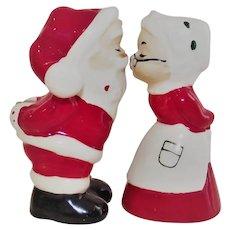 Lefton Kissing Santa & Mrs. Claus Salt Pepper 1984