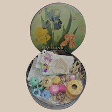 Nice Vintage Lot of Varied Sewing Items in Beautiful Floral Tin