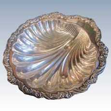 Big Beautiful Shell shaped Bowl / Tray  - Silver Plate 1847 Rogers Bros.