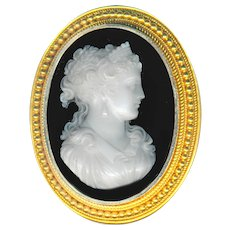 Exquisite Mid-19th C. Brooch Pendant Hard Stone Cameo Lady in Diadem in 18 Karat Gold