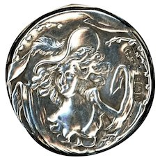 Button--Early 20th C. Sterling Silver Lady in Bonnet Face A Droit--Medium