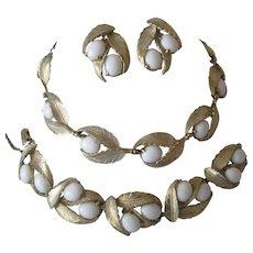 SCHIAPARELLI White & Goldtone Necklace Bracelet & Earrings Parure