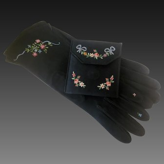 1940s French Hand Made In Paris Wallet & Matching Embroidered Suede Gloves Set