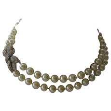 CINER White Glass Pearls & Beautiful Rhinestone Centerpiece Catch 2 Srand Vintage Necklace