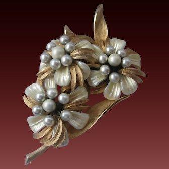VENDOME Beautiful Vintage Pearls Mother Of Pearls & Goldtone Vintage Brooch Pin