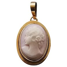 Vintage 14K Yellow Gold Left Facing Shell Cameo Pendant