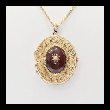 Lady's Antique 14K Garnet Tri-fold Locket