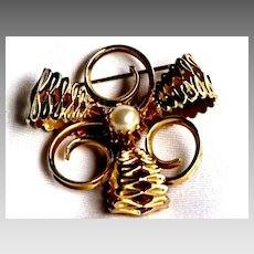 Vintage Gold Tone Brooch with Simulated Pearl