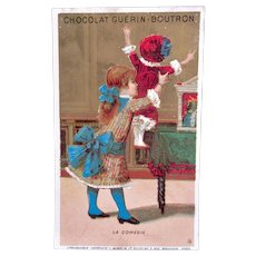 French Chromo Litho Trade Card, Girl, Doll and Puppet Show, Le Comédie, Chocolat Guerin-Boutron