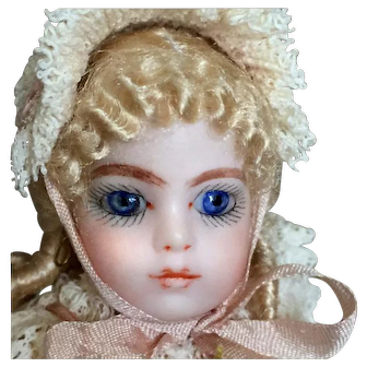 5-inch Blonde All-Bisque Beauty in Fetching Pink Frilly Dress and Bonnet