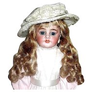 Tres Belle Rare Simon Halbig 1010 Doll Made For the French Market - 19th Century