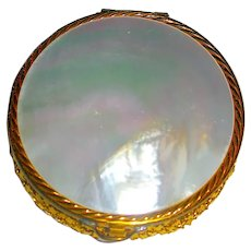 Evans Gold Mesh Compact - Mother-of-Pearl Lid - Excellent
