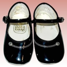 "Vintage Patent Leather Size 2 ""PATA CAKE"" Shoes ~ 4 1/4"" Long"