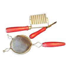Kitchen tools set of 3 Red handled Sieve peeler slicer