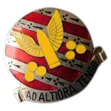 Vintage Ad Altiora Tendo 7th Infantry Field Artillery Brigade Army DUI Distinctive Unit Insignia Device Badge Enamel Pin