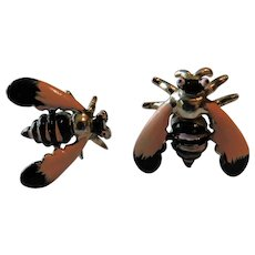 OH SO 1950s Stamped SWANK Enamel Bee Wasp Hornet Insect Bug Shirt Cufflinks Pink & Black Vintage