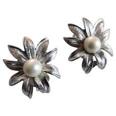 Vintage JUDY LEE Faux Pearl Flower Floral Clip On Earrings Silver tone But Look Like Cultured Pearls in Sterling