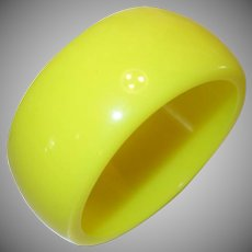 Vintage Wide Bright Yellow Lucite Bangle Bracelet