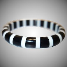 Vintage Black and White Cased Lucite Bangle Bracelet