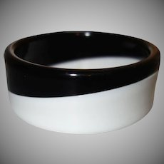 Vintage Black and White Diagonal Laminated Lucite Bangle Bracelet