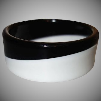 Vintage Black and White Diagonal Laminated Lucite Bangle Bracelet
