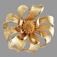 Coro gold round ribbon brooch