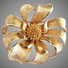 Coro gold round ribbon brooch