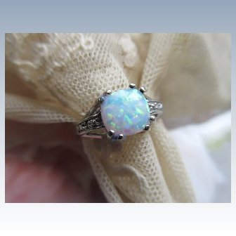 Vintage 10K White Gold Opal Ring Size 7.25
