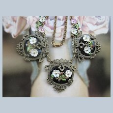 Vintage Circa 1940 Painted Flowers Necklace