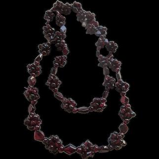 Vintage Natural Garnets Beaded Necklace