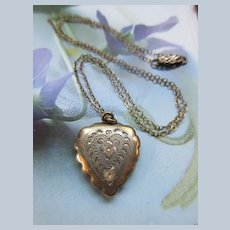 Vintage Heart Picture Locket Necklace in Gold Fill