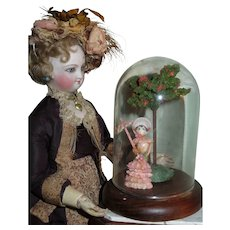 EXQUISITE Vintage Tiny Shell Art Doll Miniature Scene with Glass Dome!