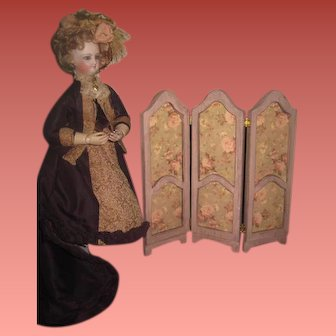 CHARMING Vintage Miniature Wooden Floral Folding Screen for Antique Dolls!