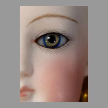 """18"""" Tri-Color Eye Fashion with Deluxe Jointed Body and Wardrobe"""