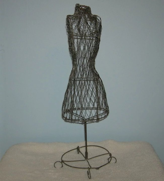 Vintage!! - Wire!! - DOLL DRESS FORM - 15\