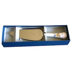 Royal Worcester Made in England Roanoke cake or pie server