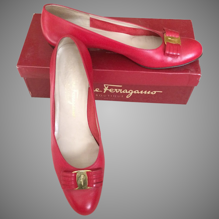 0d2fb3343c11d Salvatore Ferragamo Vintage Red Leather flats in a size 9 1/2 AAAA