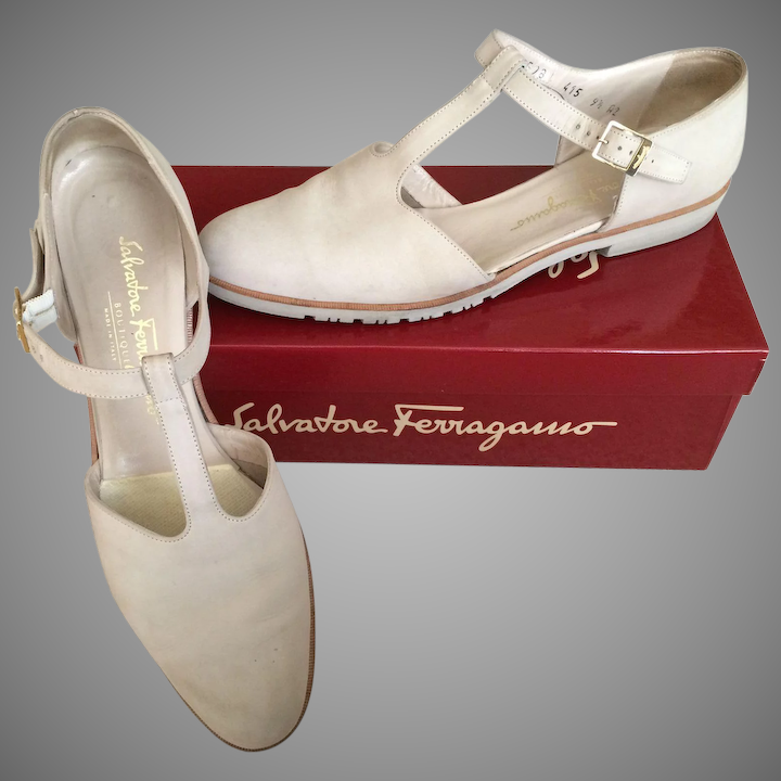 d9033d97691 Salvatore Ferragamo Vintage Ladies Cream Colored Suede Leather T-Strap  Flats Size 9 1