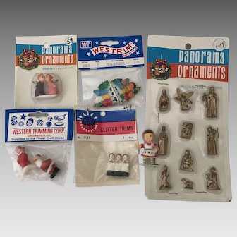 Christmas Miniatures for a diorama or doll house